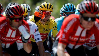 """Допинг следователите се заеха с напитка, масово употребявана на """"Тур дьо Франс"""""""