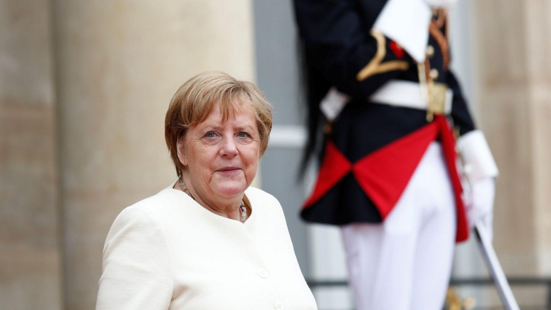 Германската канцлерка Ангела Меркел е дишала затруднено по време на