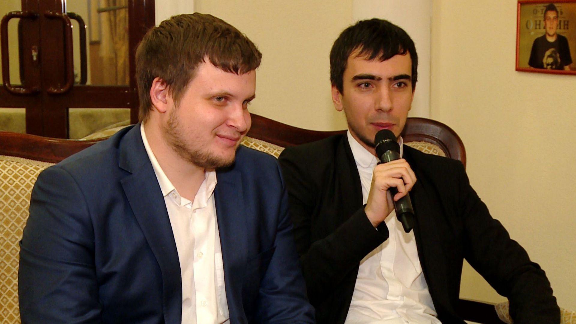 Те са двама руски шегаджии, успели да измамят много личности