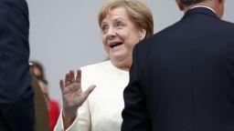 Меркел с нов проблем - диша тежко на среща в журналисти в Париж