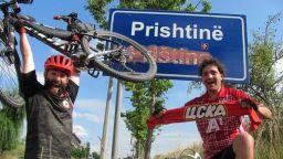Тур дьо Балканс: Фенове на ЦСКА минаха 400 км с велосипеди за мач