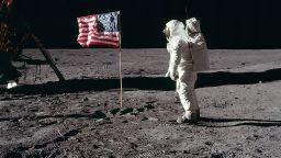 """Какво направиха на Луната астронавтите от """"Аполо-11"""""""