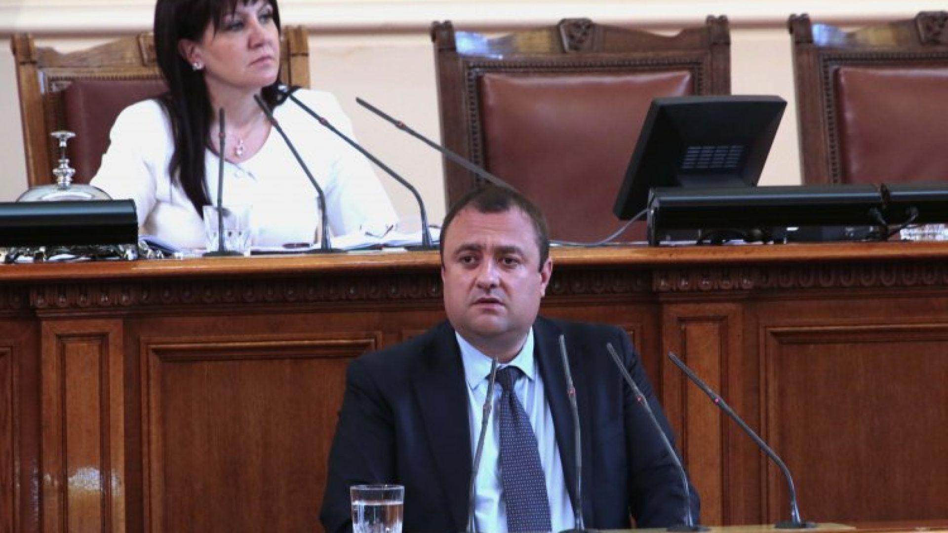 БСП поиска премиерът и ресорните министри да обяснят в Народното