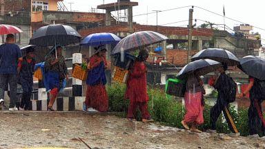 Над 650 са жертвите на мусоните в Южна Азия