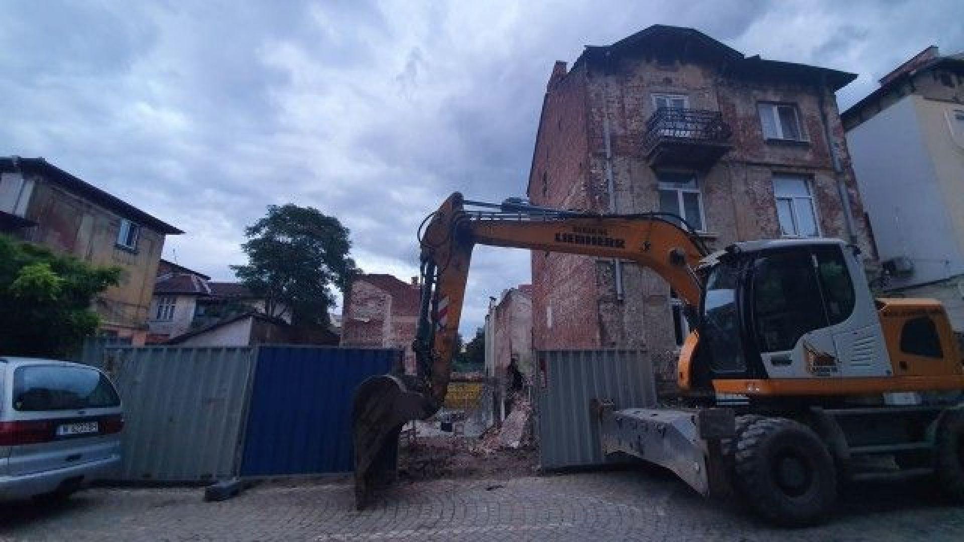 Част от къща се срути в изкоп за нова жилищна сграда в София