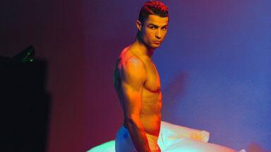 Кристиано Роналдо демонстрира перфектно тяло в колекция бельо