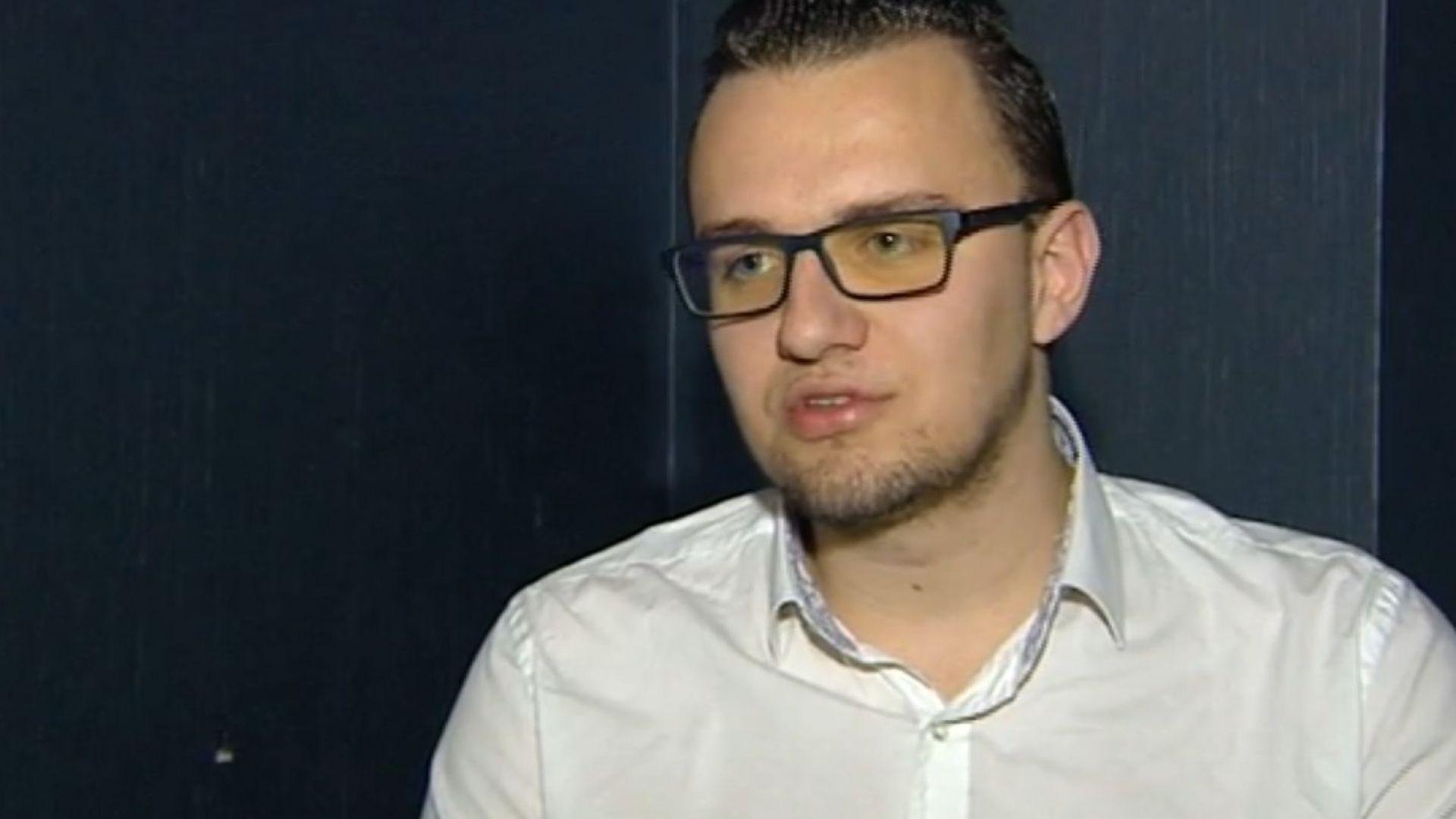 Задържаният за атаката срещу НАП показва как се крадат данни от банкова сметка (видео)
