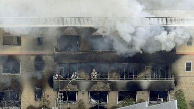 """Подпалвачът в Киото драснал клечката и викнал """"Умри"""", жертвите вече са поне 23"""