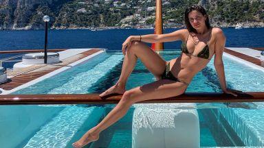 Сара Сампайо показа плажно тяло в Капри