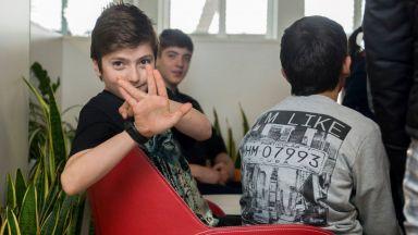 Всеки шести българин готов да стане приемен родител, ако получава заплата