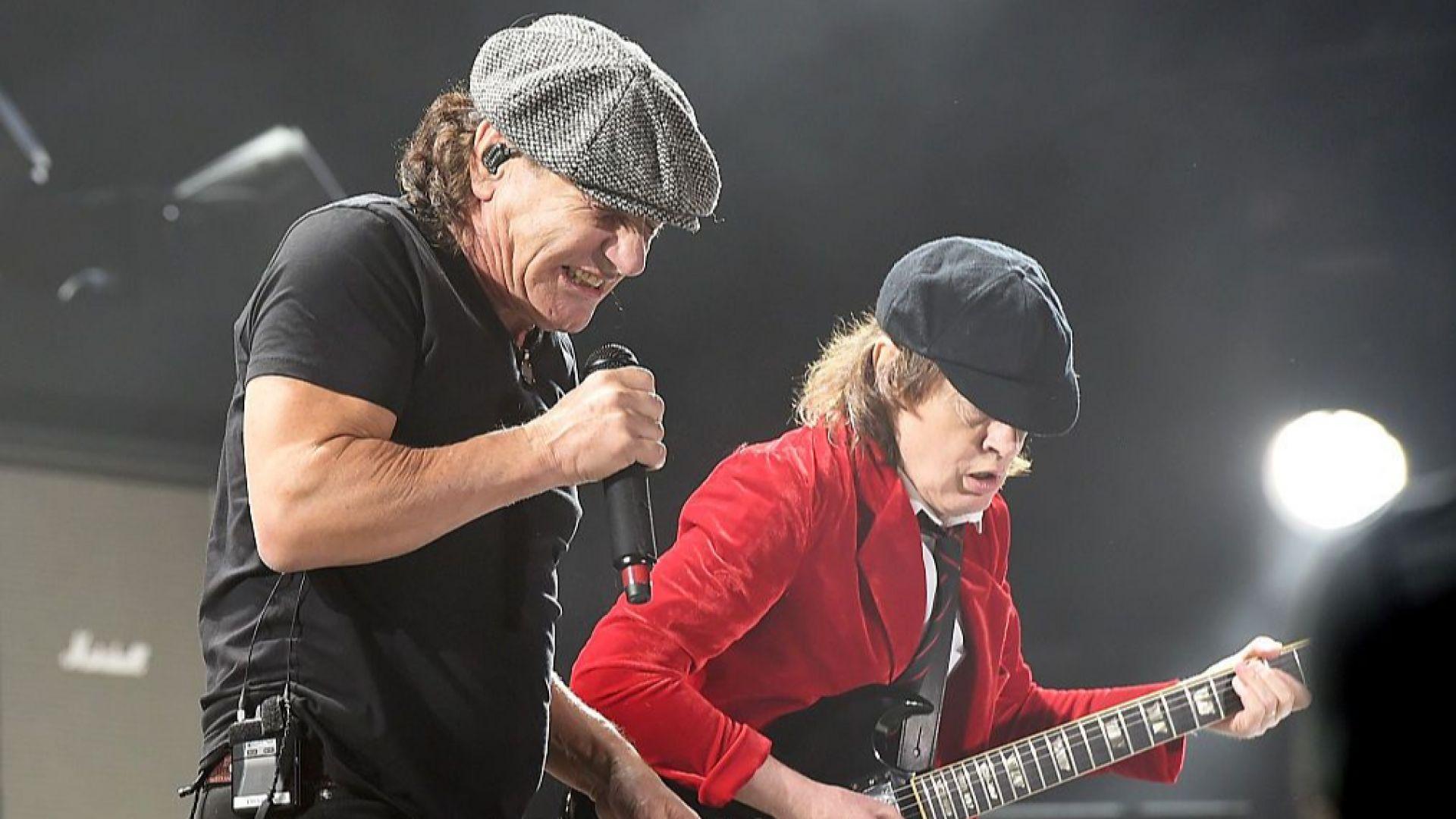 Брайън Джонсън от AC/DC спаси слуха си и се връща в бандата за нов албум