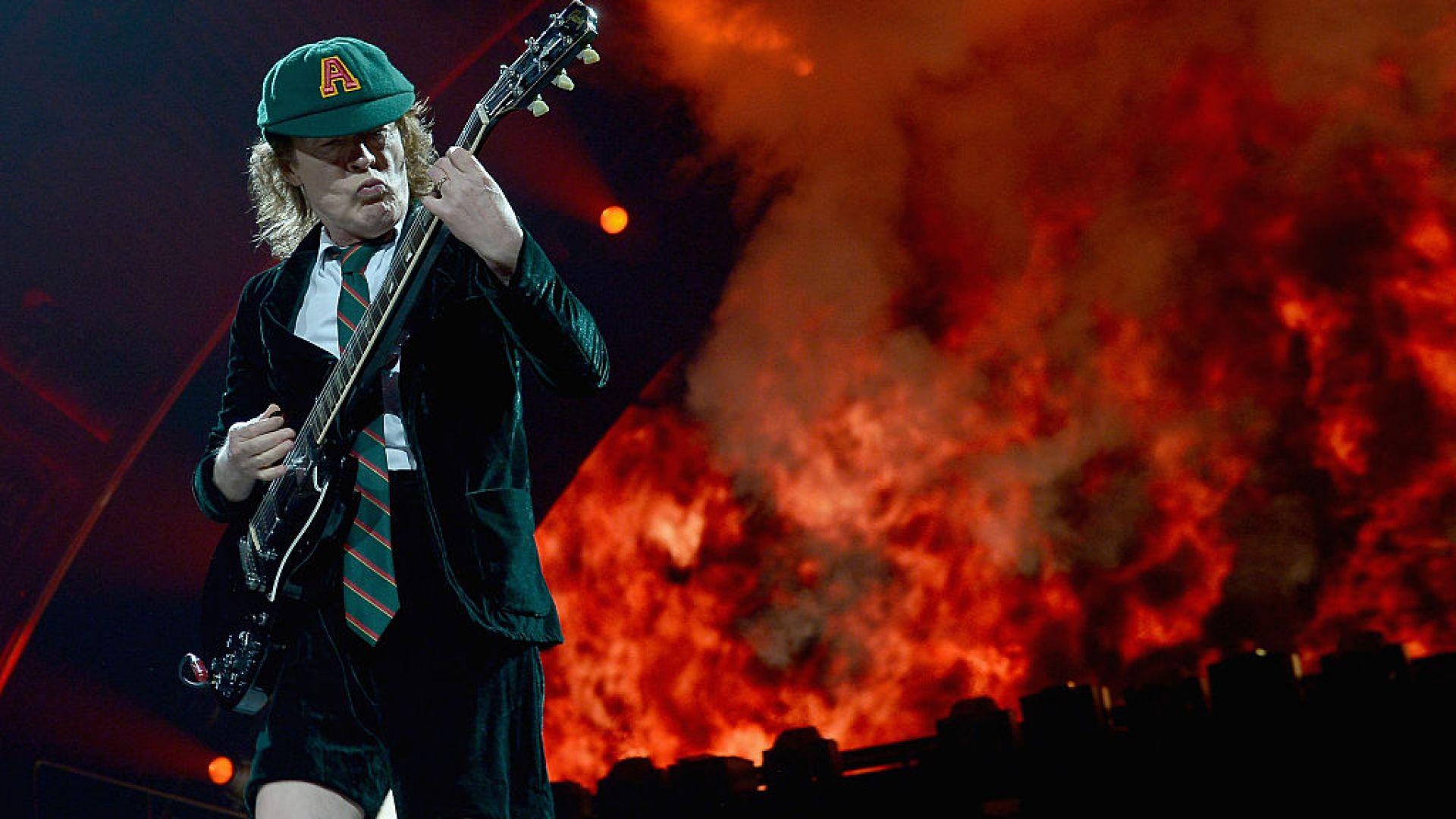 Новата тава AC/DC стана най-бързо разпродаваната за 2020-а
