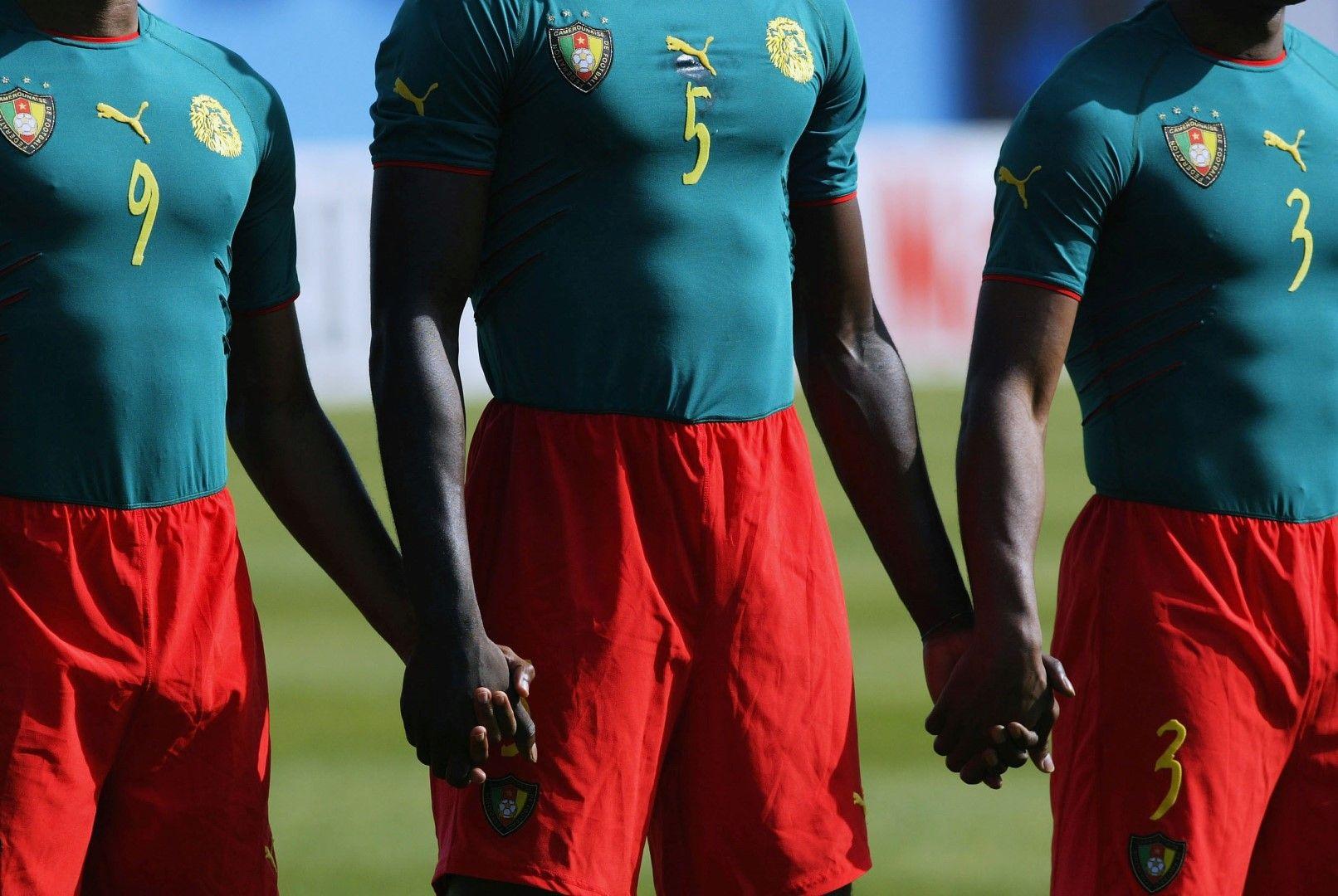 Целият екип на Камерун - революция!