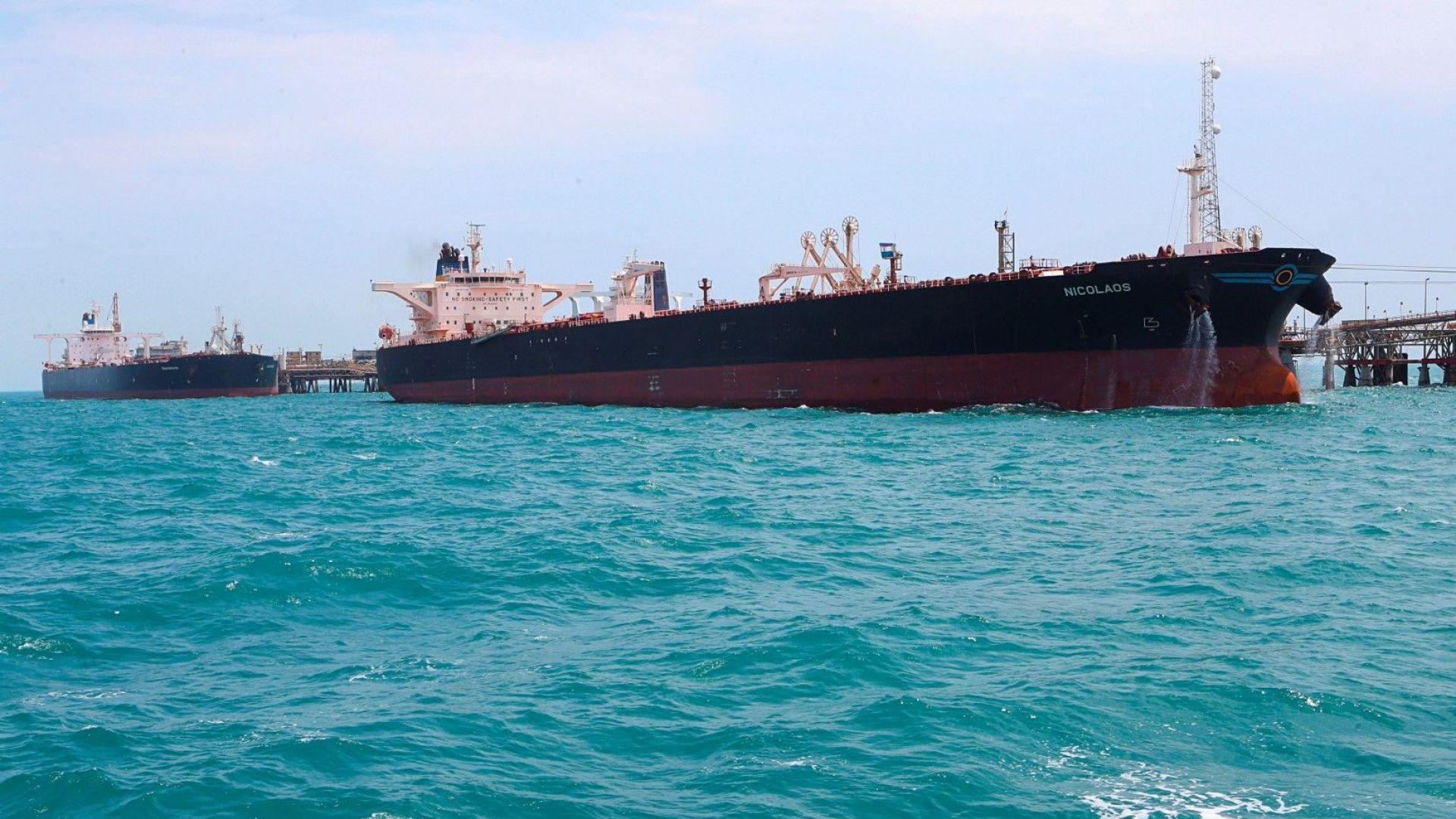 Петролът поскъпна с 1% след новината за задържания от Иран танкер
