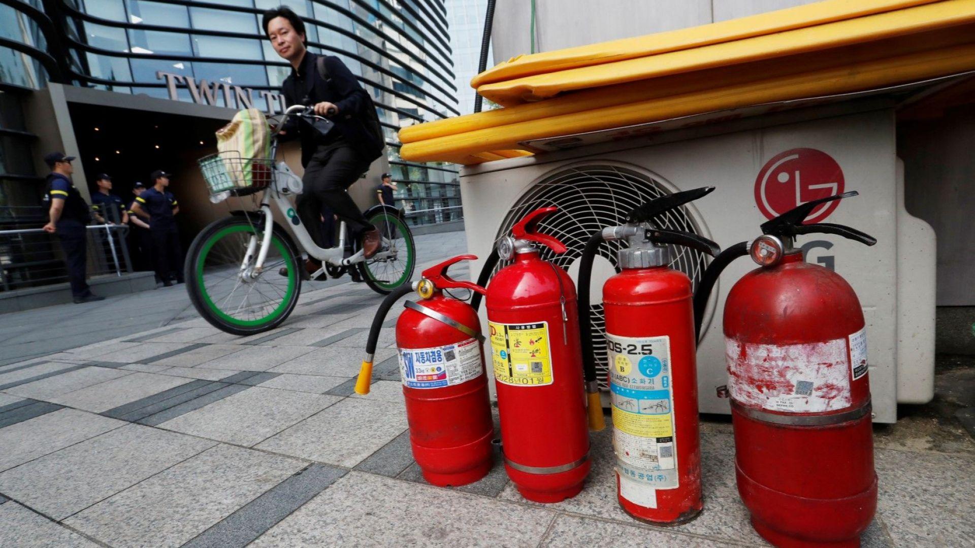 Възрастен мъж се самозапали пред японското посолство в Южна Корея