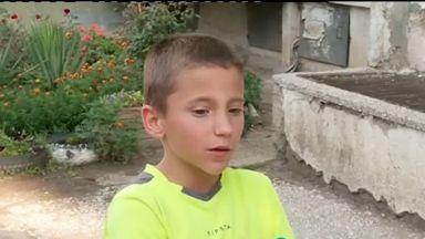 12-годишно хлапе твърди, че е шамаросано от полицай