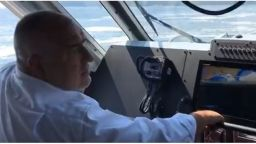 Бойко Борисов пак е на живо - този път на борда на катер