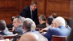 Сделката за F-16: Критики, въпроси, отговори и остър дебат в парламента