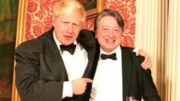 Разследване на Ройтерс: Руски оръжейник лобира тихо за премиерския пост във Великобритания
