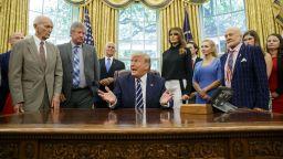 Тръмп прие в Белия дом астронавтите Бъз Олдрин и Майкъл Колинс