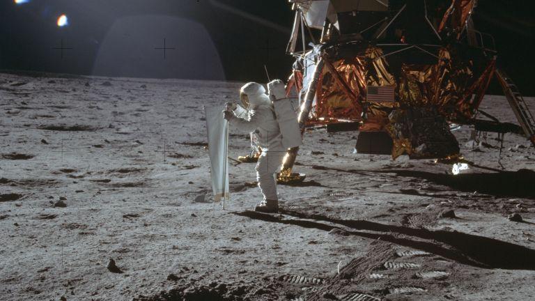 50 години по-късно: Луната все още е страхотна за бизнес