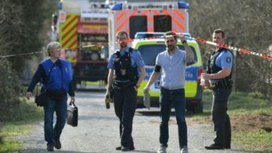 Малък самолет се вряза в сграда в Германия, трима загинали