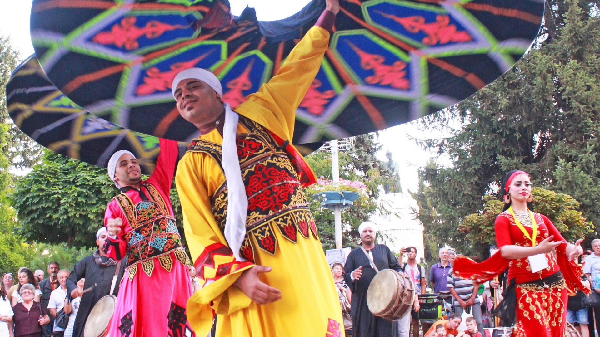 С дефиле на участниците започна 22-рият Международен фолклорен фестивал