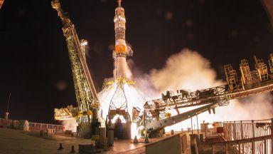 Трима астронавти от различни страни пристигнаха благополучно на МКС (снимки)