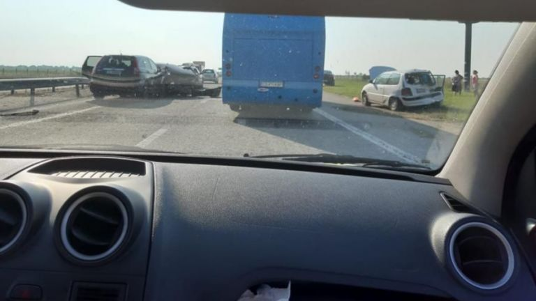 "Верижна катастрофа с 6 автомобила на магистрала ""Тракия"""
