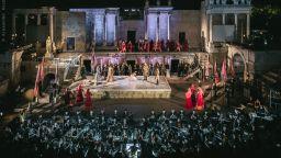 Звездният тенор Хосе Кура в коронната си роля на Отело на Античния театър