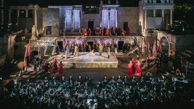 Звездният тенор Хосе Кура в коронната си роля на Отело в Opera Open на Античния театър