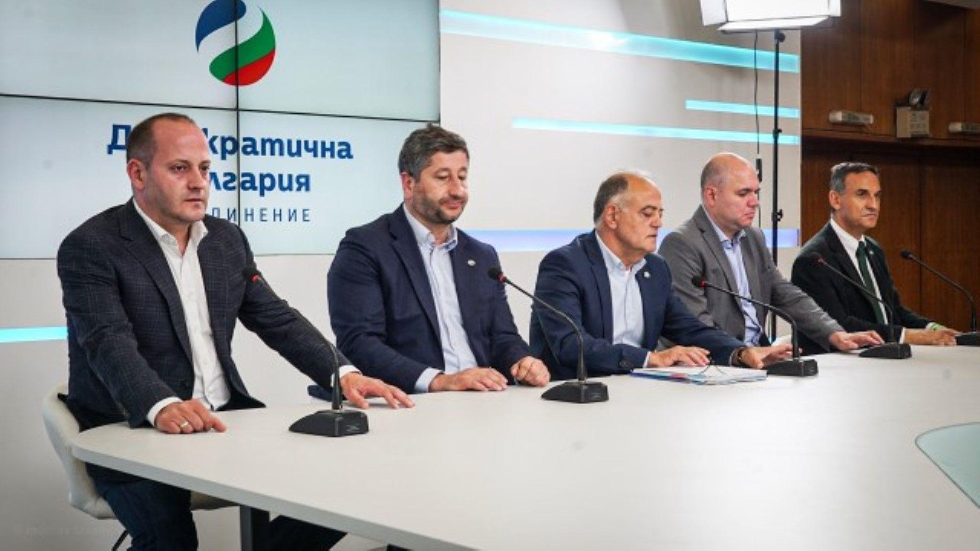 Демократична България се явява като коалиция и на местния вот