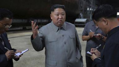 Ким Чен-ун инспектира нова подводница