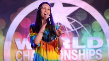 15-годишна българка с три медала от световен конкурс в Холивуд
