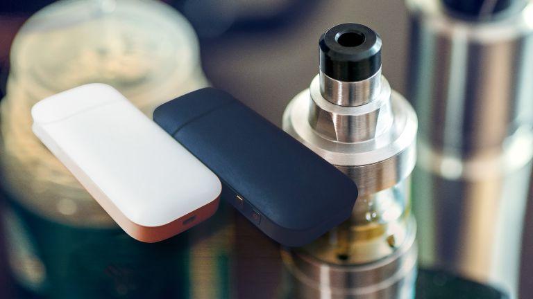 IQOS или електронна цигара - кое е по-малко вредно?