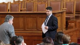 Крачка назад - ГЕРБ искат машинен вот за парламентарните избори