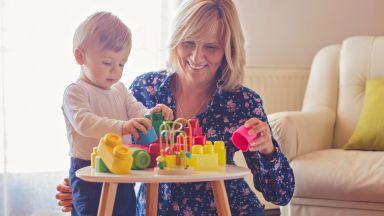 Около 5000 семейства ще имат държавна бавачка за децата