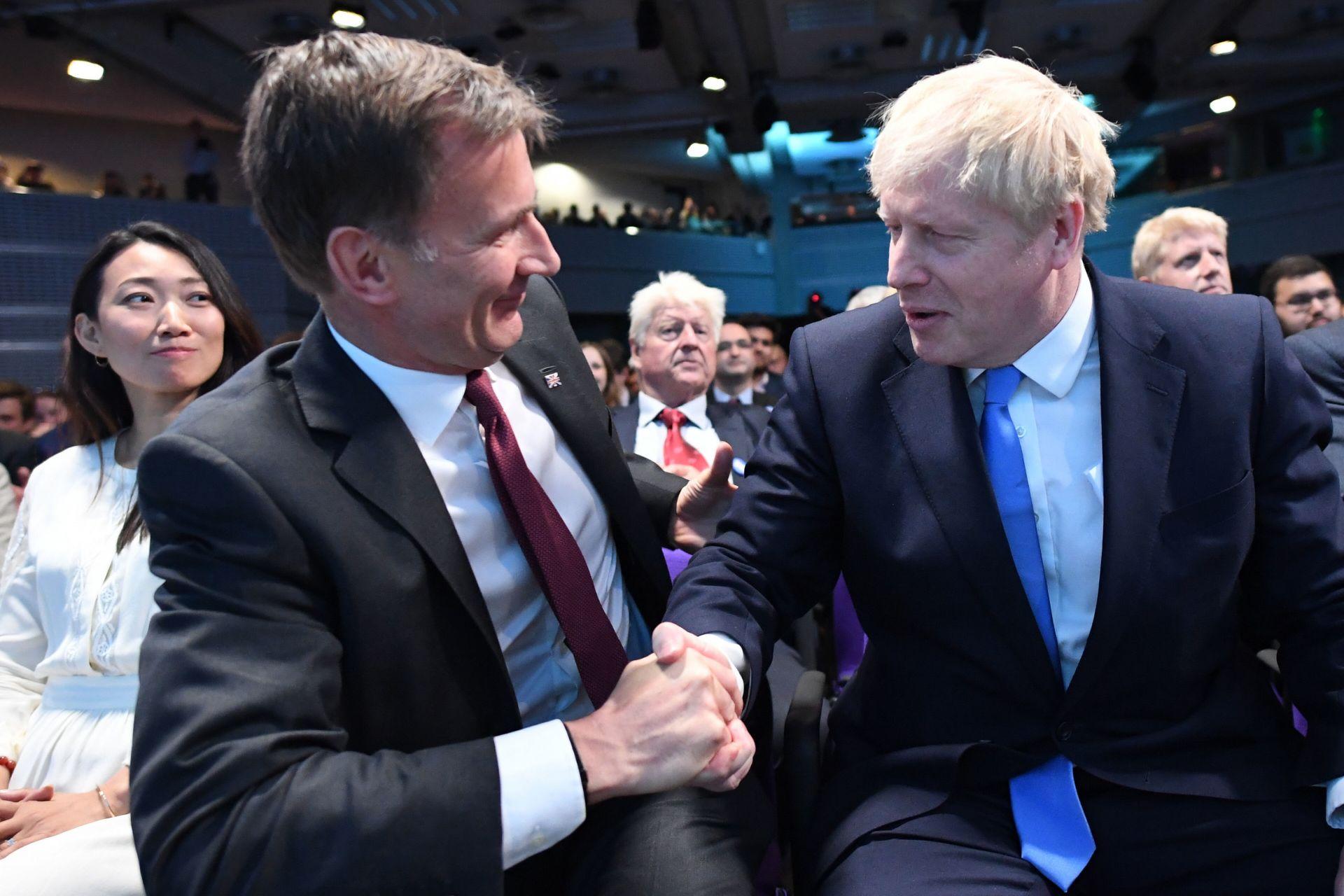 Ръкостискането между двамата конкуренти