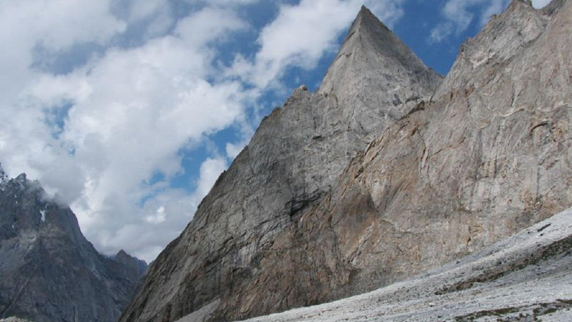 Снимка: Български алпинисти ще проправят нов маршрут към красивия връх Nayser Brakk в Пакистан
