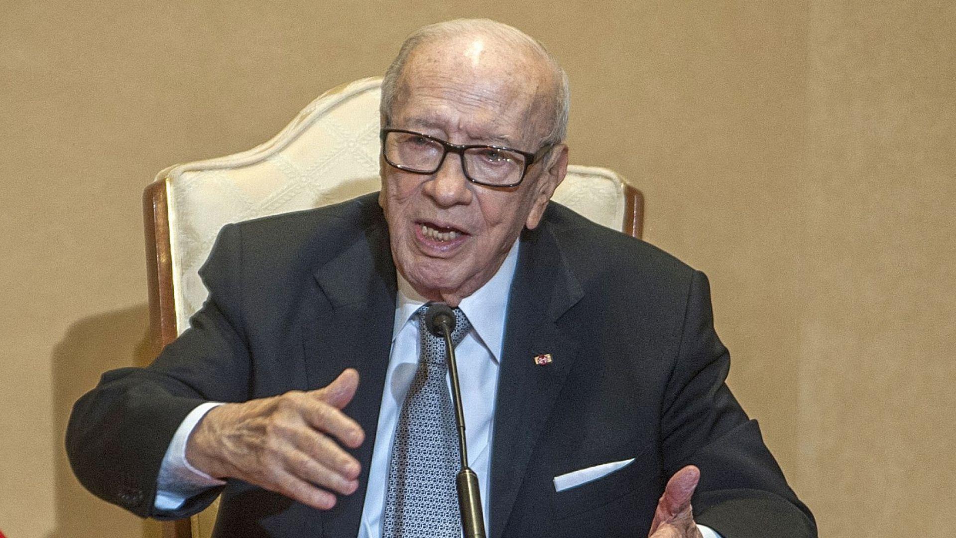 Почина президентът на Тунис
