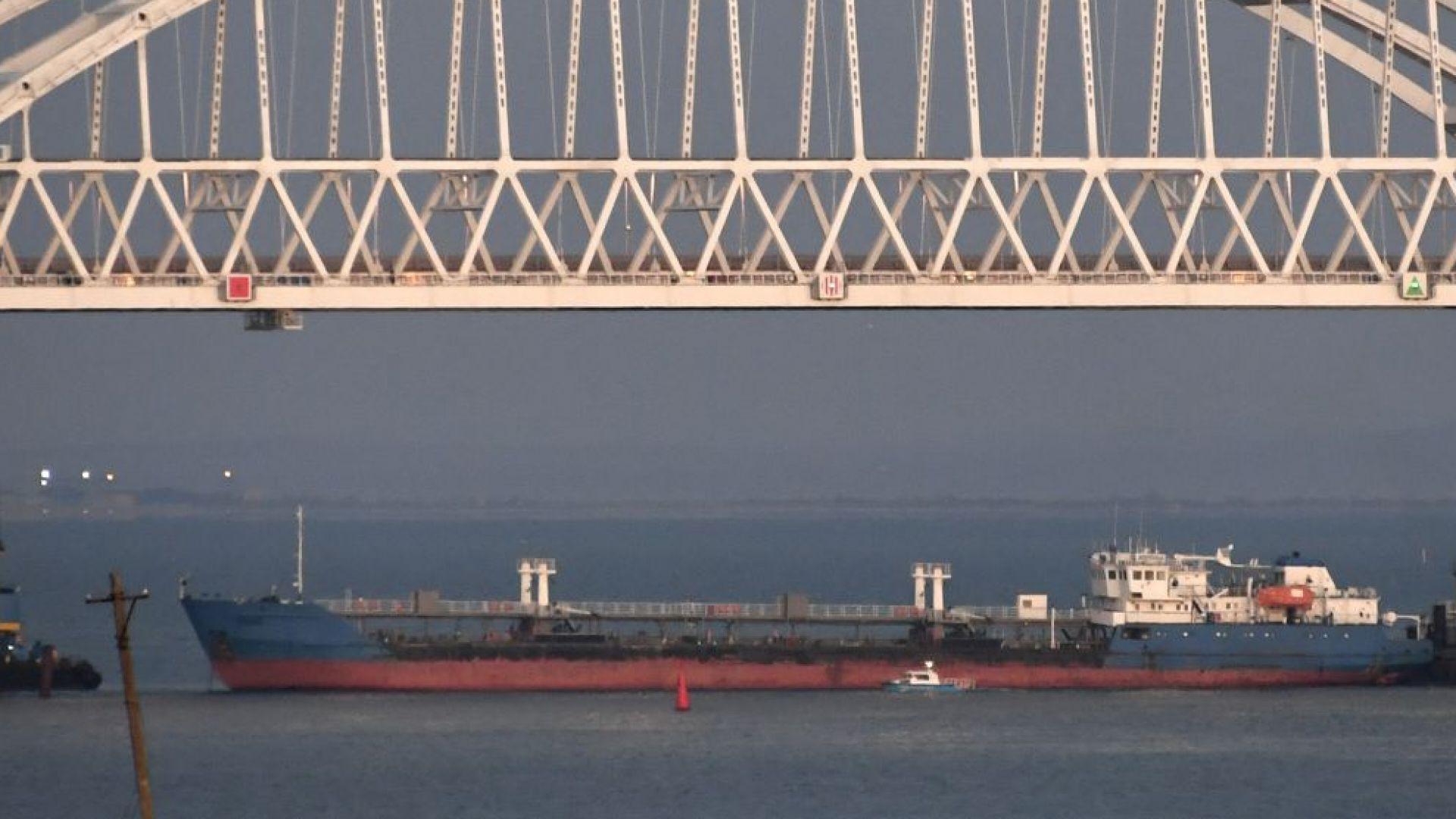 Украйна освободи екипажа на задържания руски танкер