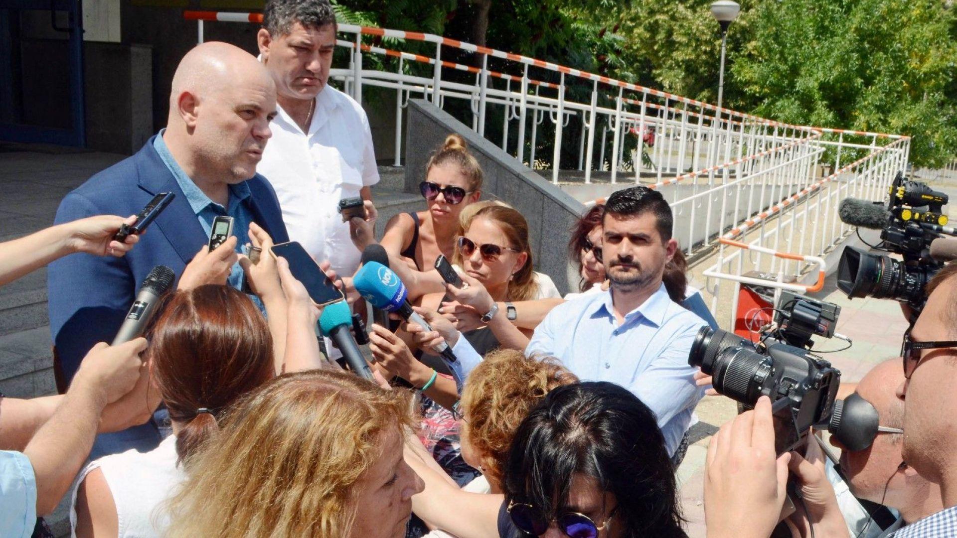 Обвиняват четирима за укриване на данъци след акцията в Добрич, Варна и София