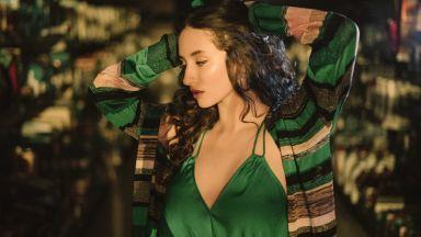 Закачка между Alma и Monoir ражда новата ѝ песен (видео)