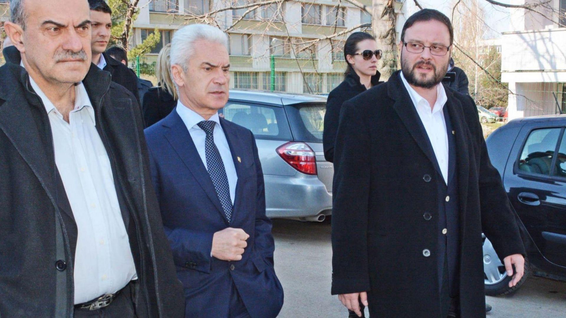 Сидеров, Чуколов и Шопов вече са независими депутати