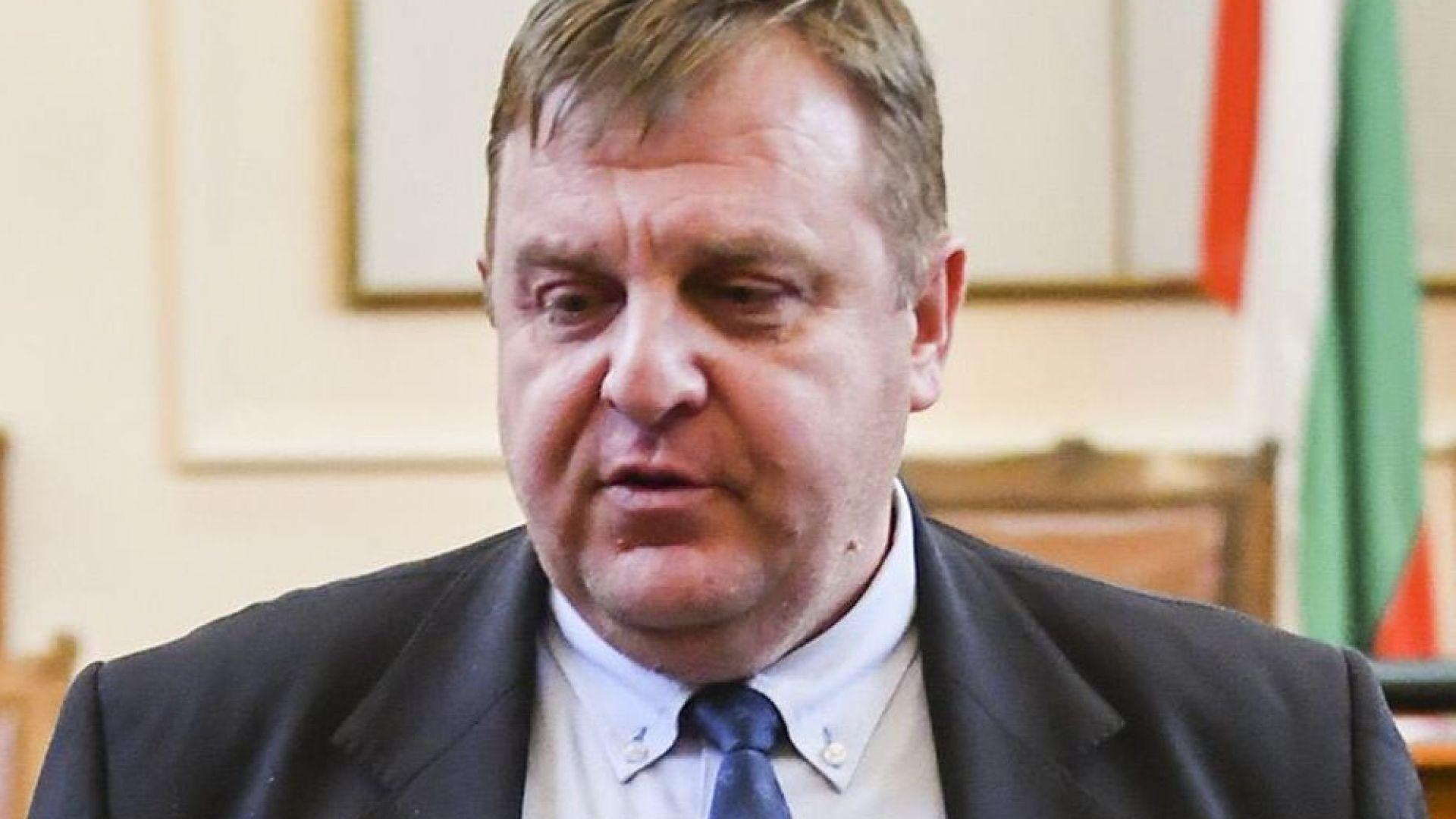 Вицепремиерът Красимир Каракачанов се обяви за още по-строги мерки и