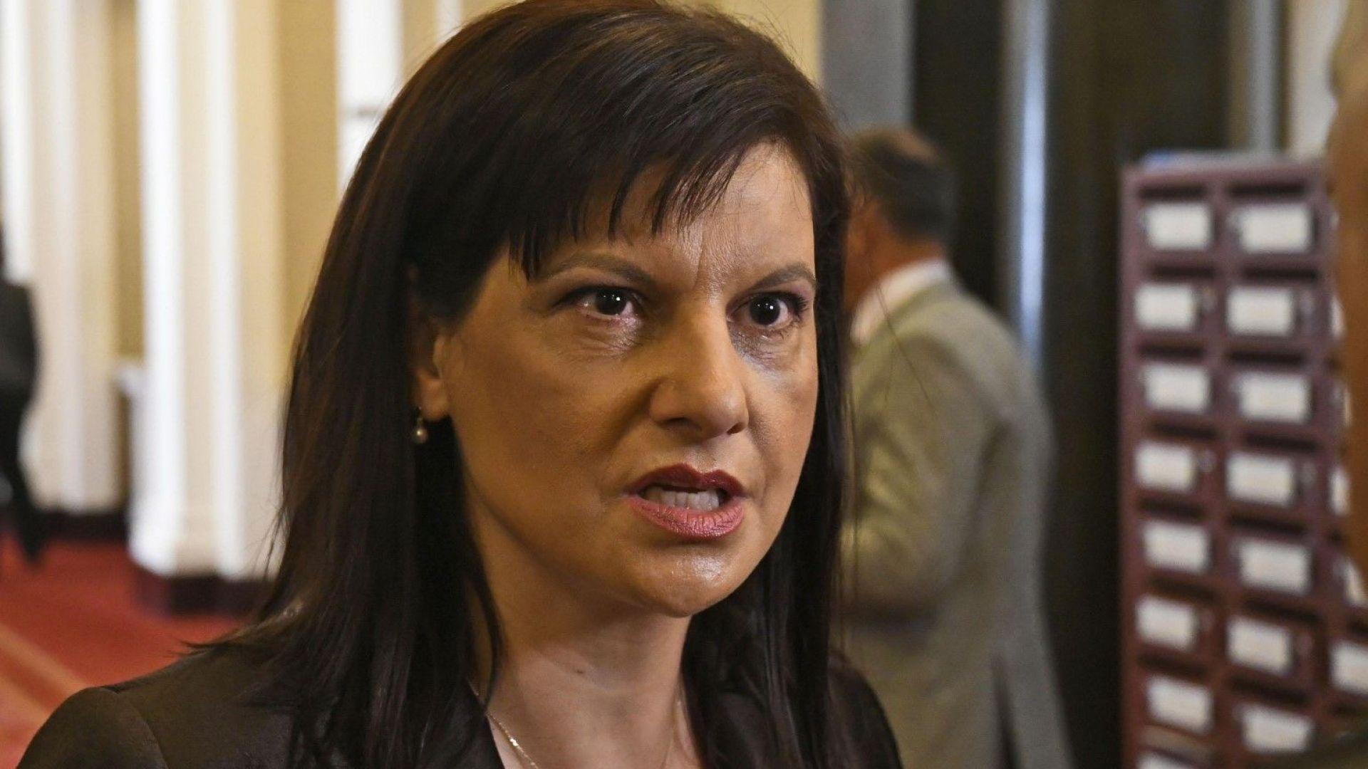 Дариткова: Няма данни за преформатиране на управляващата коалиция