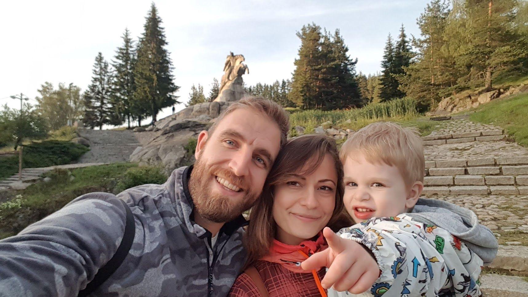 Лазар Радков, жена му Мария и детето им