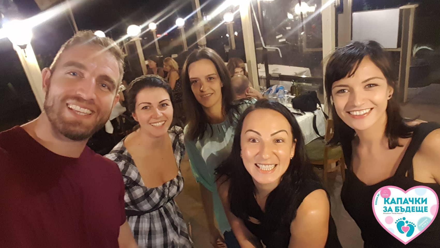 Лазар, Мартина и други доброволци в кампанията