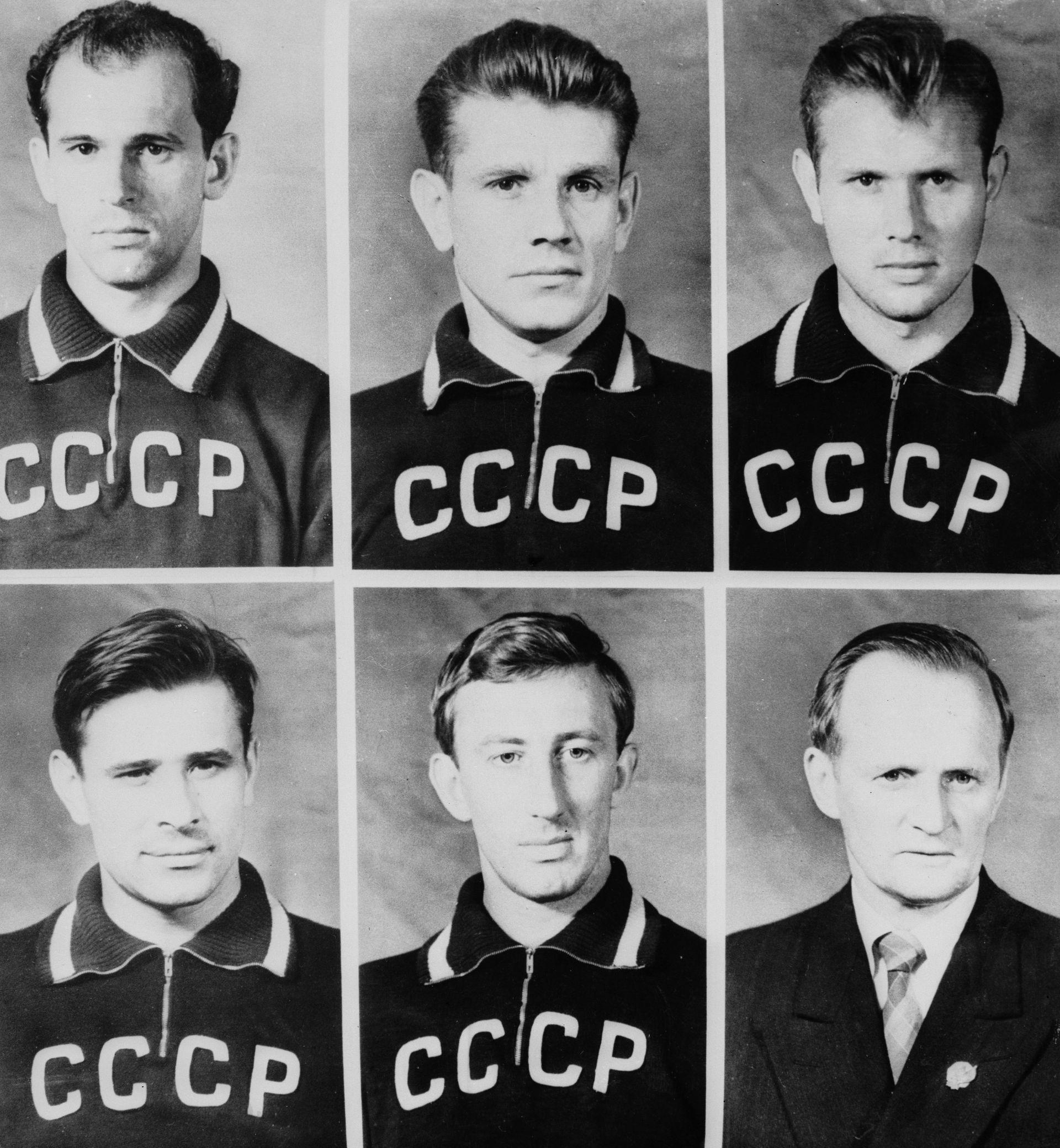 Част от отборната снимка на СССР, разпространена преди Мондиал 1958. На нея все още е Стрелцов (горе вдясно). Крайният вляво горе е Михаил Огонков, друг от героите в историята.