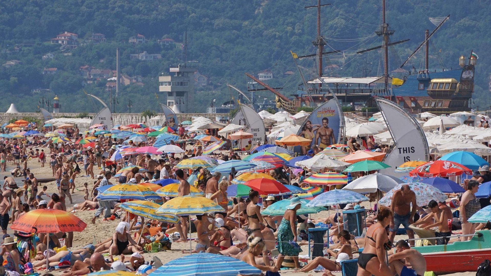 Ангелкова: В момента курортите ни са пълни с туристи